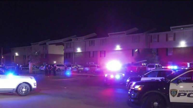 HPD: Man begs couple for money, shoots husband in front of wife when he doesn't get enough
