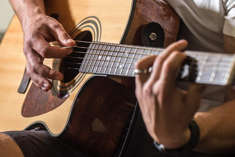 It's the perfect time to start learning the guitar!