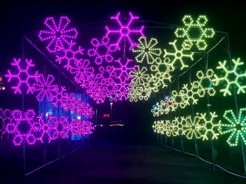 Drive Thru Christmas Lights 2021 Holiday Lights Merry And Bright New Drive Thru Light Show Brings Seasonal Sparkle To Spring