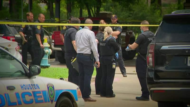 Officer in hospital after being shot in Kingwood