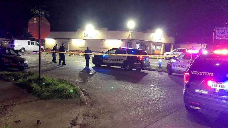 Four shot at convenience store
