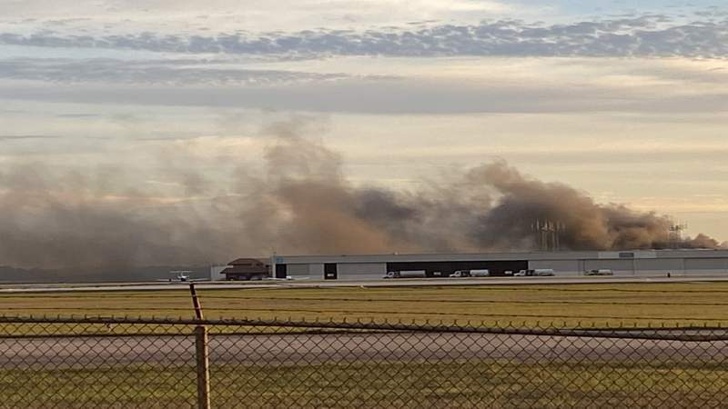 Crews respond to hangar fire at Hobby Airport, officials say