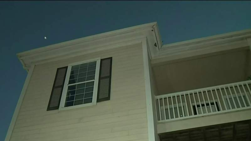 5-year-old girl falls from third story window in SW Harris County, police say