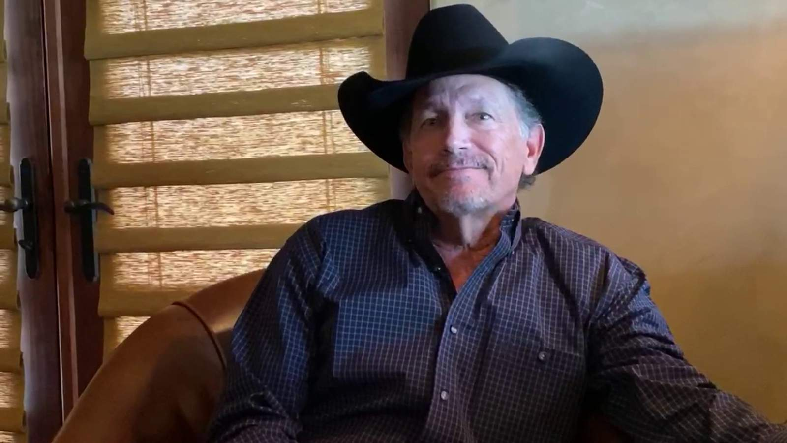 Write This Down Greg Abbott And George Strait Team Up For The Most Texan Psa About Washing Your Hands