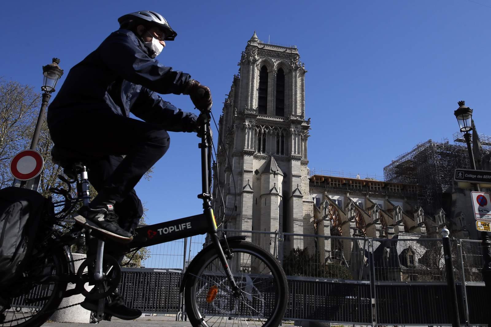 Todavía con cicatrices, Notre Dame vive nuevamente en una crisis de coronavirus 62