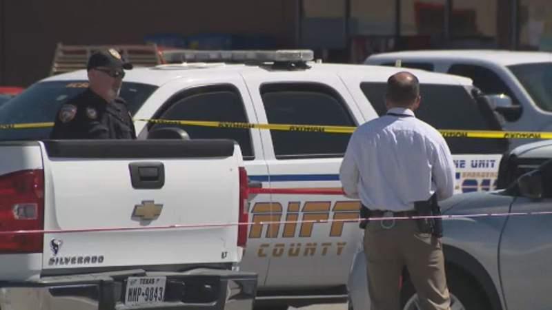 Deputies: Man fights off armed robbers