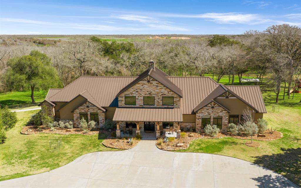 Hunter's paradise: Sprawling Texas ranch boasts 414 acres of land, 8-bedroom lodge, man cave for $9.9M