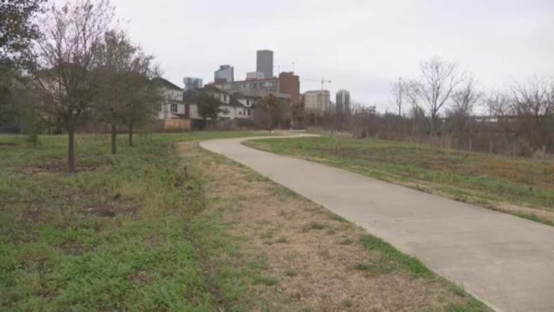 Cyclist says he was badly beaten, robbed on Buffalo Bayou trail