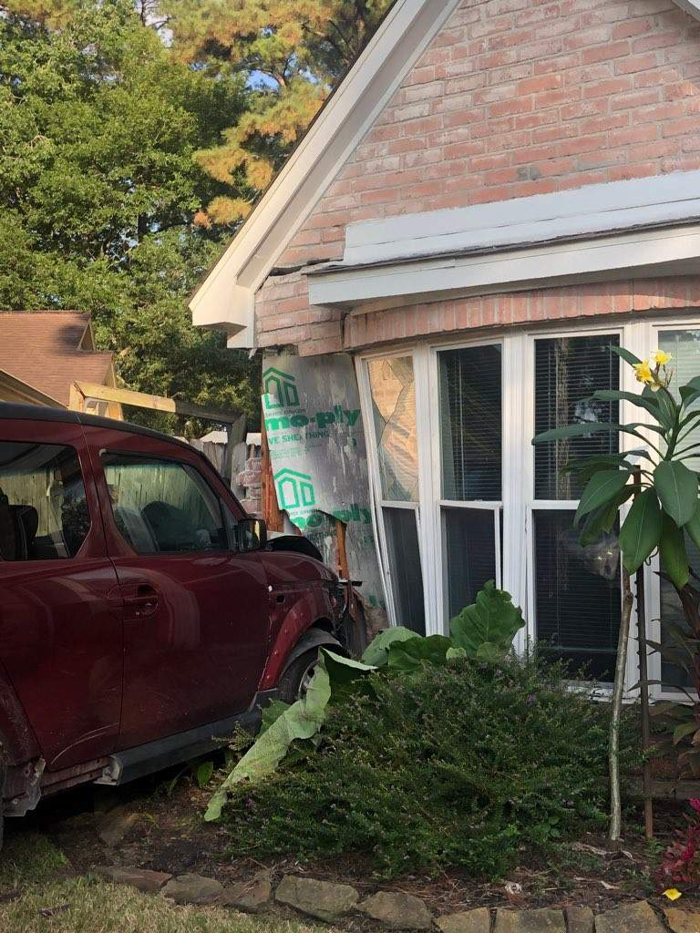 12-year-old taking driving lesson crashes into Spring home, deputies say