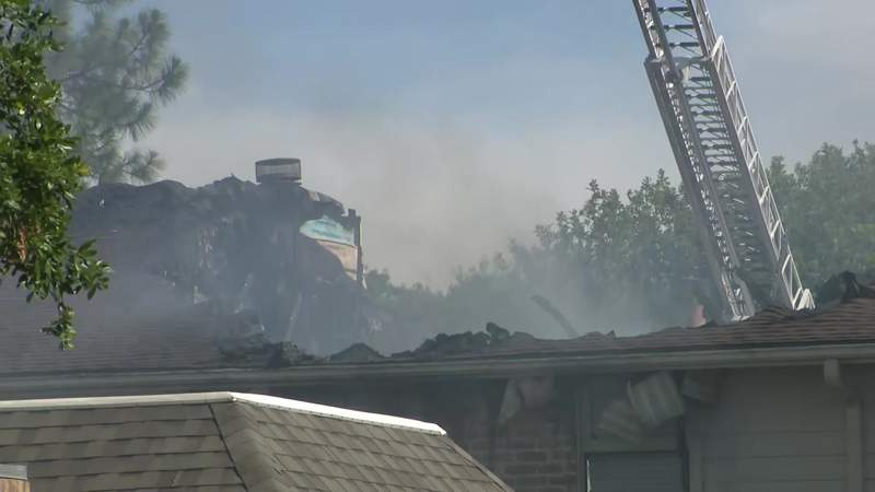 Crews battle apartment fire in southwest Houston Thursday afternoon