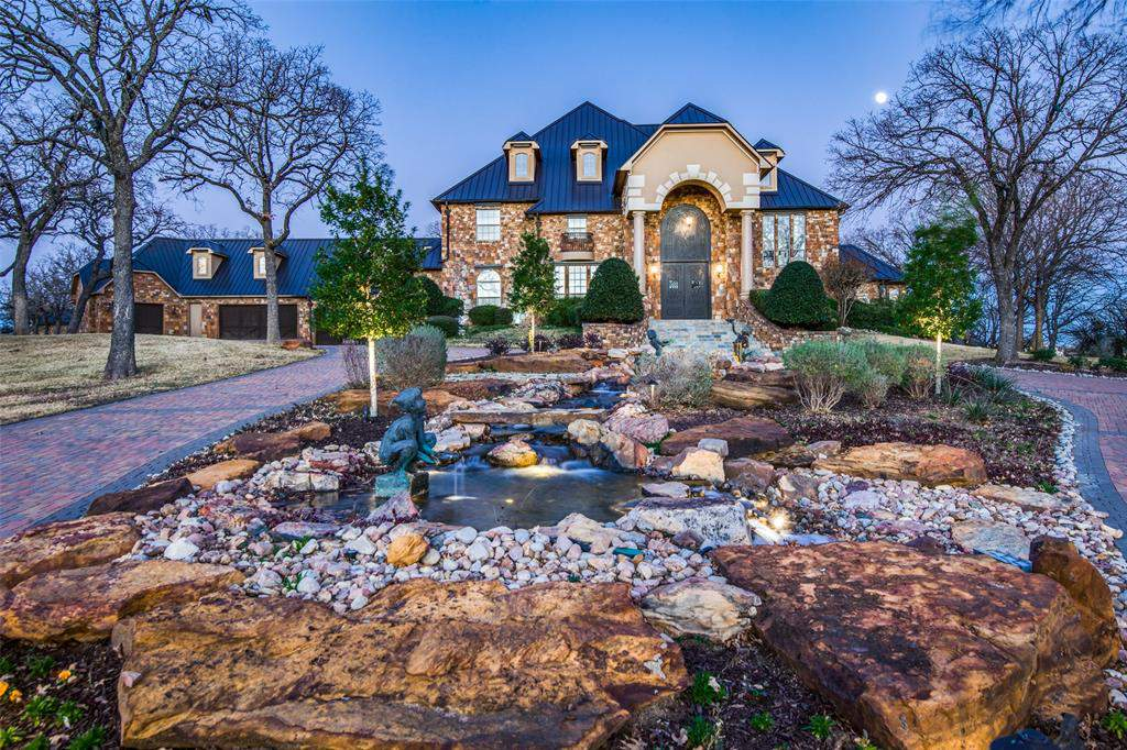 This Texas Estate For Sale Boasts An Indoor Basketball Court Outdoor Volleyball Court Baseball Field Chipping And Putting Green