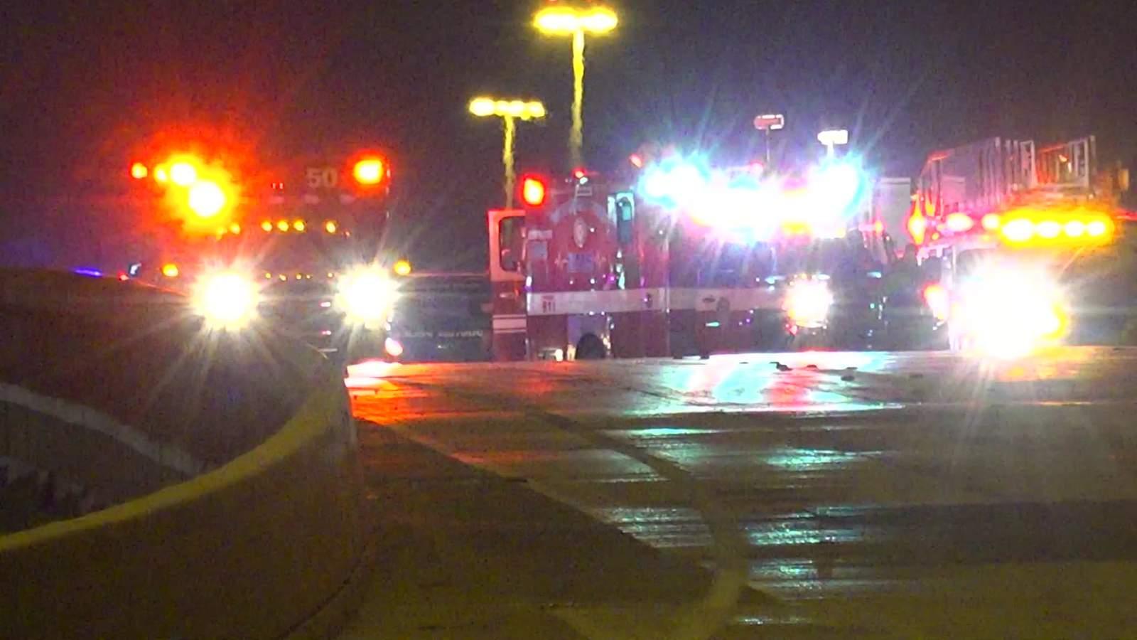 Los carriles principales de la autopista Northwest Freeway cerraron después de que un accidente matutino mató a dos 60