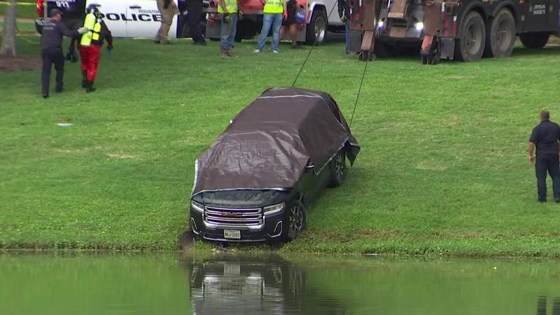 Vehicle pulled from lake in Pearland matches description of SUV belonging to missing Erica Hernandez