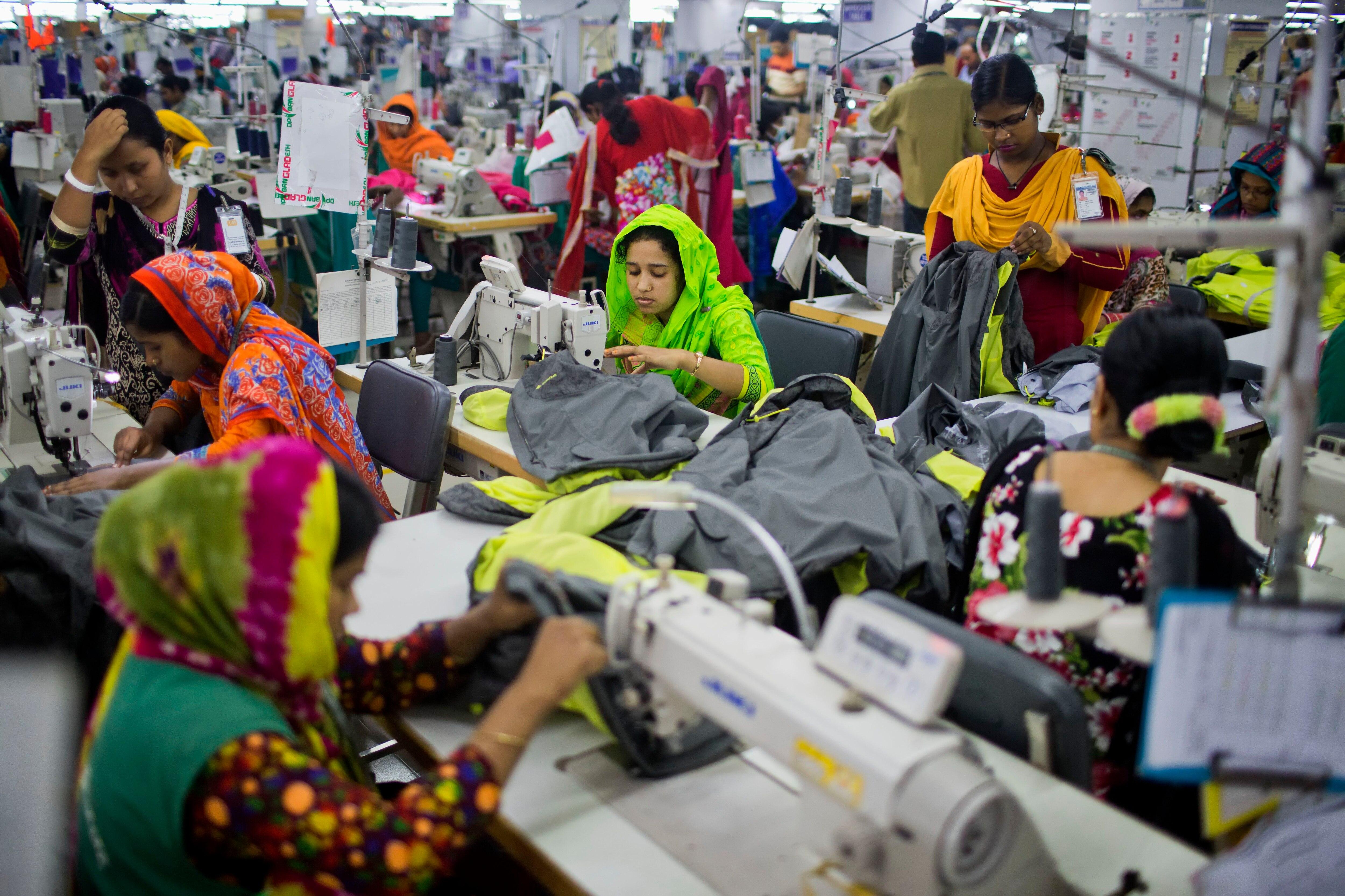 Grupo de marca de ropa europea para la seguridad dejando Bangladesh 2