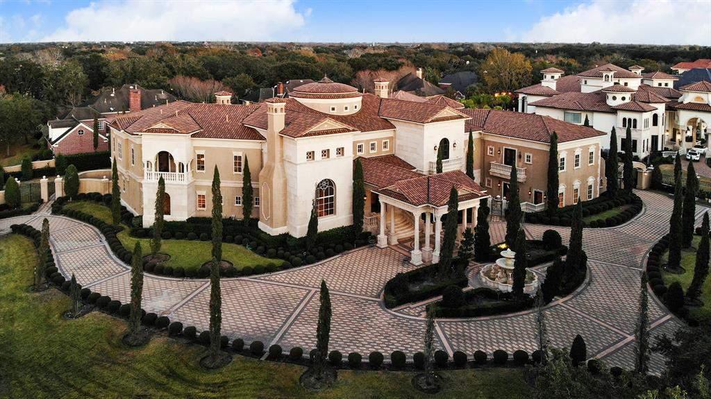 Esta mansión de Sugar Land con un precio de $ 10 millones tiene su propio cine en casa, sala de juegos y gimnasio, ascensor 38