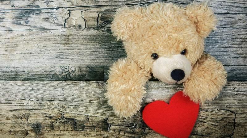 Teddy bear with heart image