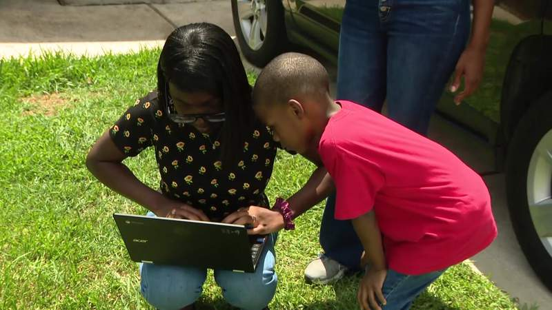 With tens of thousands of students in need in Houston area, groups scramble to bridge digital divide