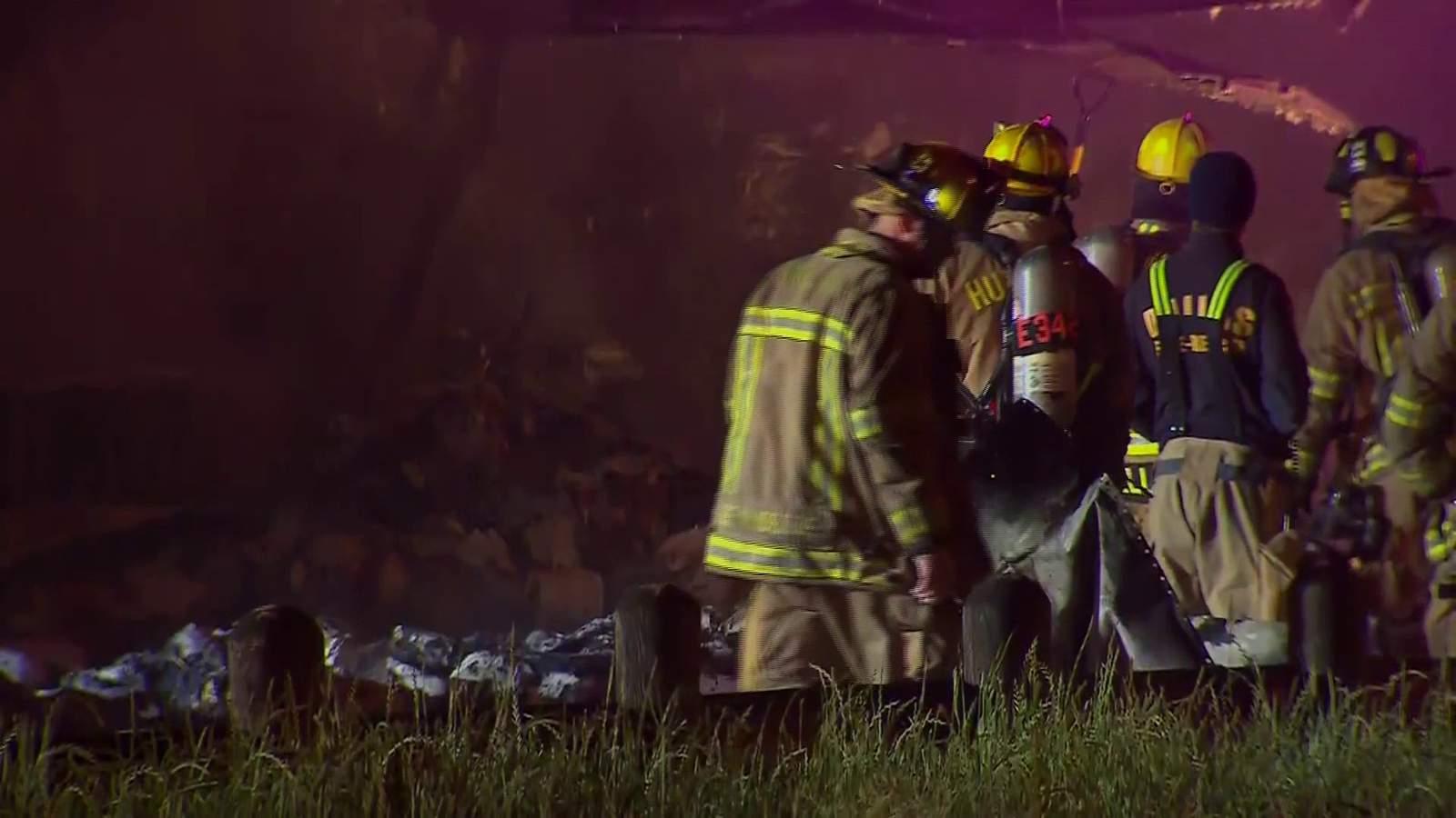 El papel higiénico que se dirige a San Antonio se quema en el incendio de la gran plataforma del condado de Dallas 8