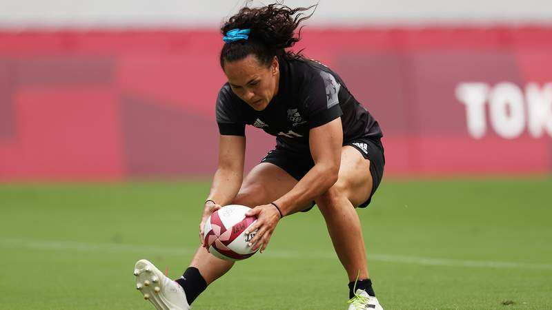 Portia Woodman of Team New Zealand scores a try in the Womens Semi Final match between Team New Zealand and Team Fiji during the Rugby Sevens on day eight of the Tokyo 2020 Olympic Games at Tokyo Stadium on July 31, 2021 in Chofu, Tokyo, Japan.