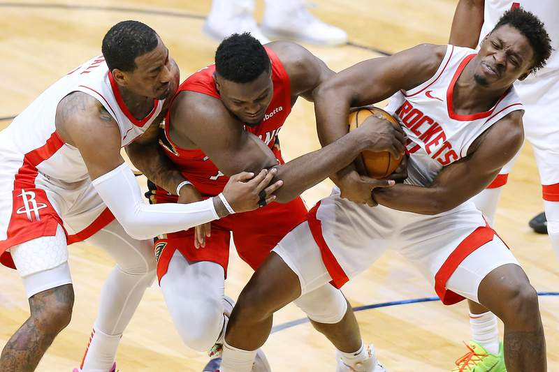 NEW ORLEANS, LOUISIANA - FEBRUARY 09: Zion Williamson #1 of the New Orleans Pelicans, Jae'Sean Tate #8 of the Houston Rockets and John Wall #1 go for a loose ball during the second half at the Smoothie King Center on February 09, 2021 in New Orleans, Louisiana. NOTE TO USER: User expressly acknowledges and agrees that, by downloading and or using this Photograph, user is consenting to the terms and conditions of the Getty Images License Agreement. (Photo by Jonathan Bachman/Getty Images)