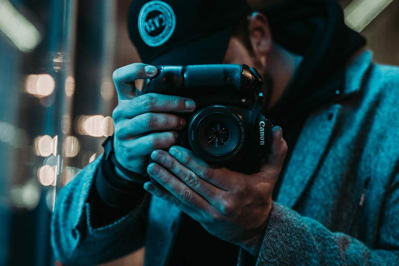 This bundle has everything you need to know about artistic and commercial photography.