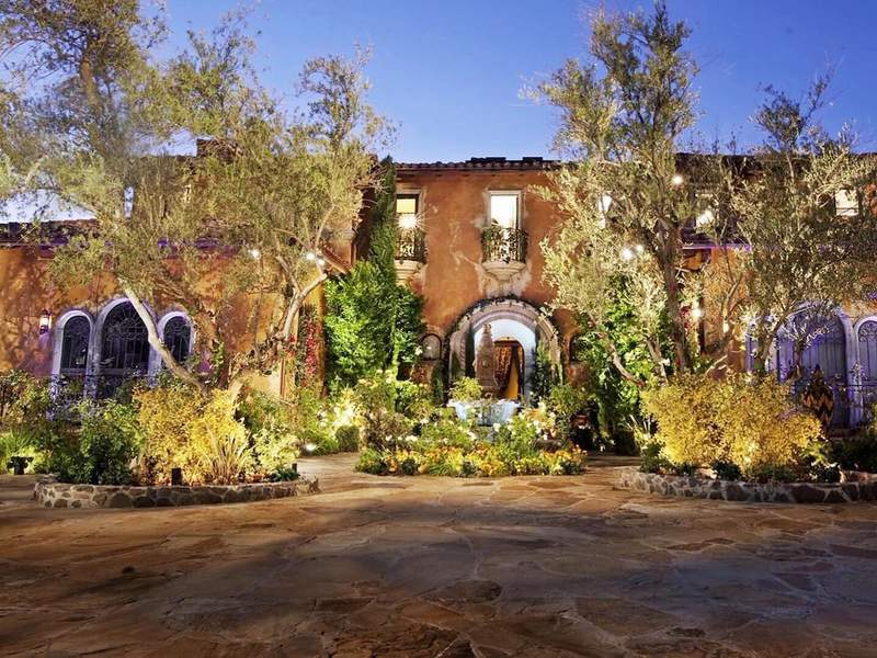 """""""The Bachelor"""" mansion available for rent on Airbnb."""