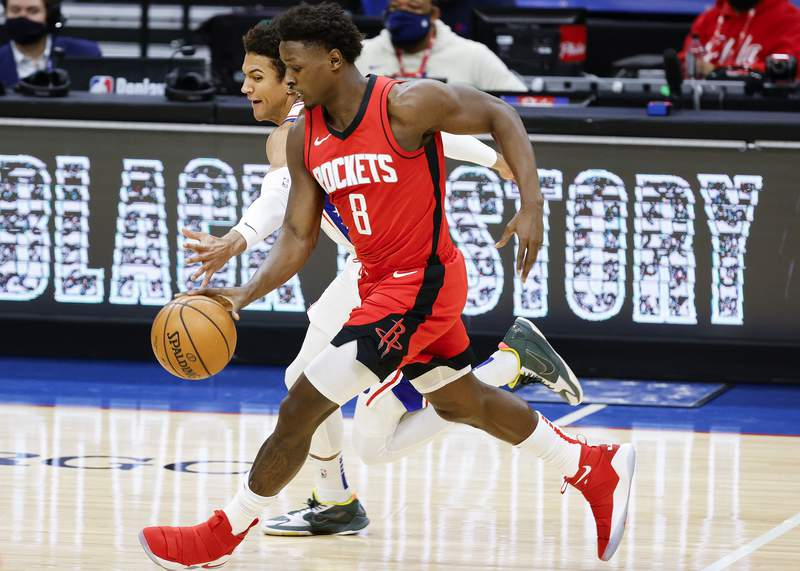 PHILADELPHIA, PENNSYLVANIA - FEBRUARY 17: Jae'Sean Tate #8 of the Houston Rockets dribbles past Matisse Thybulle #22 of the Philadelphia 76ers during the third quarter at Wells Fargo Center on February 17, 2021 in Philadelphia, Pennsylvania. NOTE TO USER: User expressly acknowledges and agrees that, by downloading and or using this photograph, User is consenting to the terms and conditions of the Getty Images License Agreement. (Photo by Tim Nwachukwu/Getty Images)
