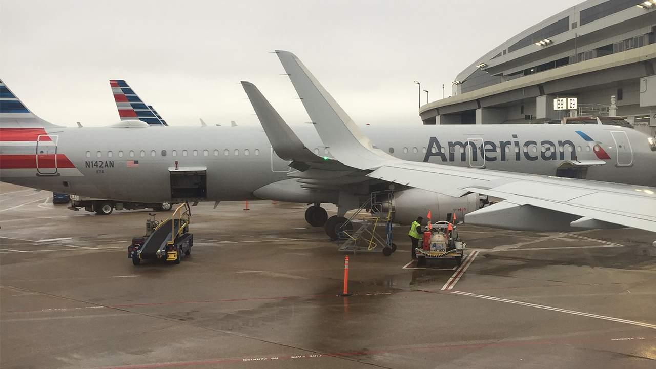 """""""El aeropuerto estaba vacío"""". Cómo era estar en un aeropuerto y volar en avión a Houston esta semana. 12"""