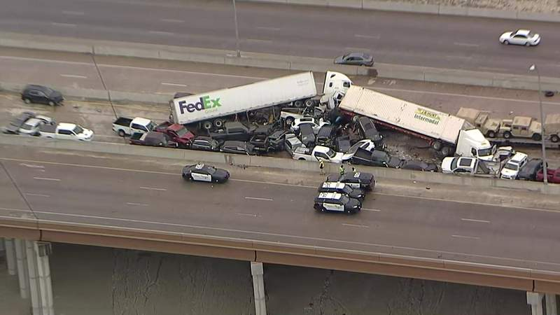 At least 5 killed in massive pileup in Fort Worth