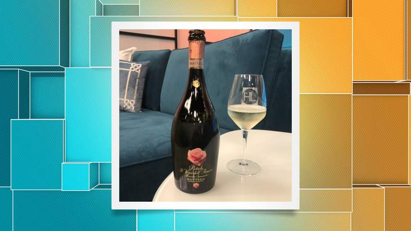 HL Wine Club Poured by H-E-B: This budget-friendly wine is the perfect pairing to your sweet Valentine's Day spread