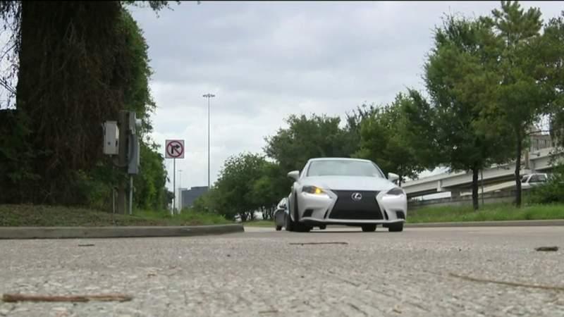 Neighborhood in Afton Oaks to block detour drivers in Galleria area