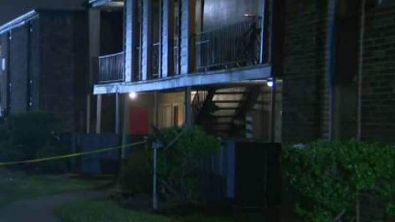 One person killed, teenager injured in home invasion at southeast Houston apartment complex, police say