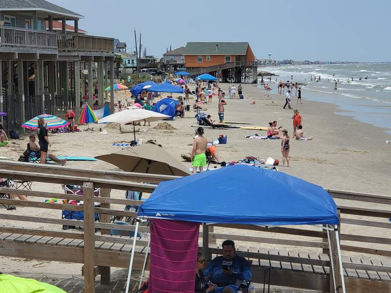 Hundreds of people visit Surfside Beach, but many didn't respect social distancing.