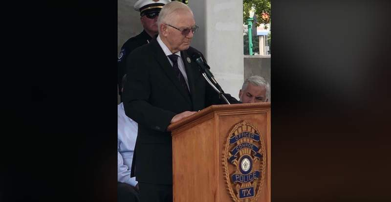 Mayor Toby Powell died Saturday at his home surrounded by his family, the city of Conroe announced.