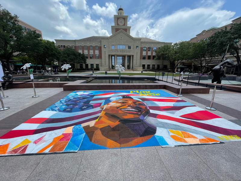 Pop-up mural honors Olympic athlete Simone Manual at Sugar Land Town Square