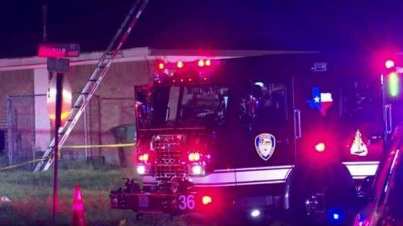 Man found dead with gunshot wounds in house fire in SE Houston, police say