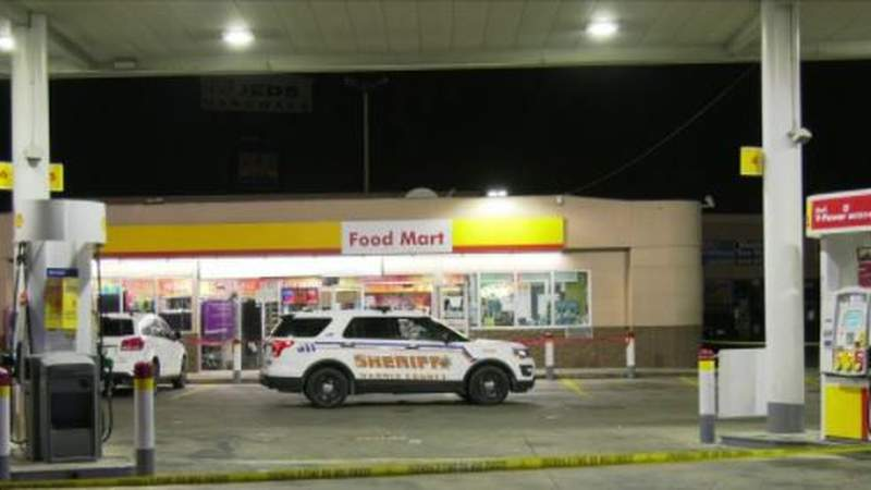 Man shot and killed outside of gas station in northeast Harris County, deputies say