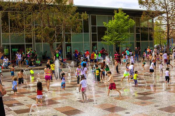 Discovery Green is resuming the Gateway Fountain Splash Pad, after being closed for 15 months due to COVID-19 precautions.