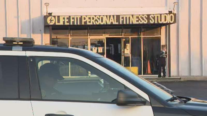 Woman killed in shooting in front of southeast Houston gym