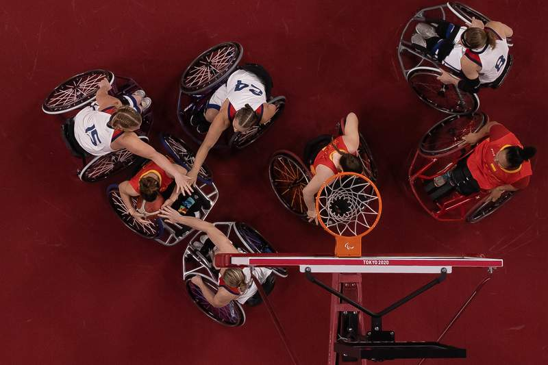 TOKYO, JAPAN - AUGUST 26: Almudena Montiel Cortijo #15 of Spain handles the ball against Team United States during the Women's Wheelchair Basketball Preliminary Round Group B game on day 2 of the Tokyo 2020 Paralympic Games at Ariake Arena on August 26, 2021 in Tokyo, Japan. (Photo by Buda Mendes/Getty Images)