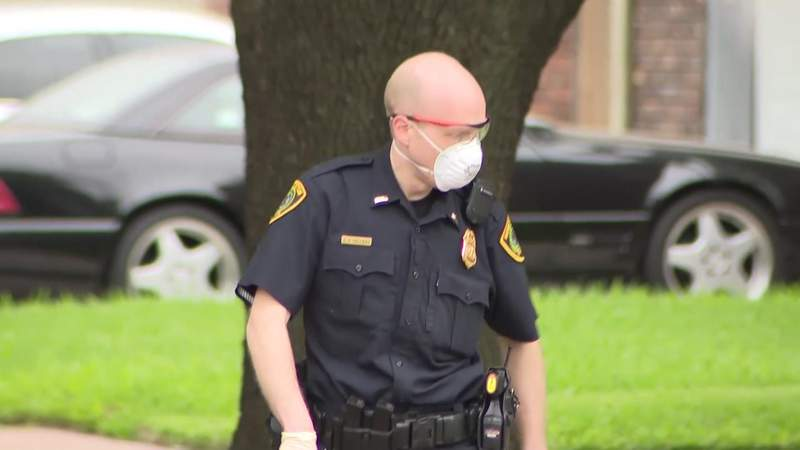 Houston first responders required to wear masks
