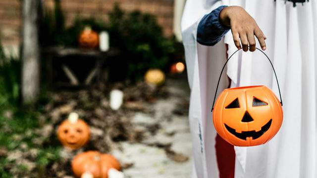 safely  participate in Halloween