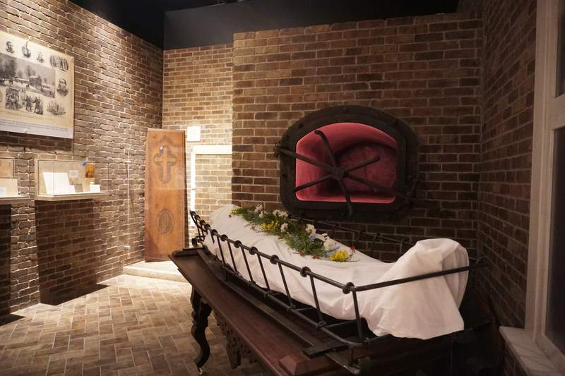 Cremation exhibit at National Museum of Funeral History