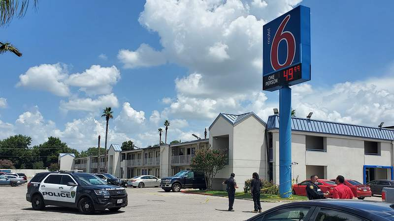 Motel 6 on the East Freeway on Aug. 10, 2021.