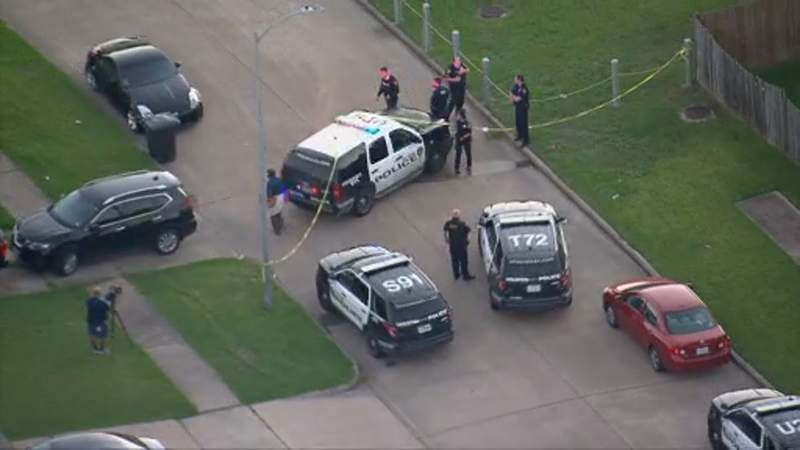 16-year-old boy shot at a southwest Houston park while playing basketball on Oct. 26, 2020, police said.